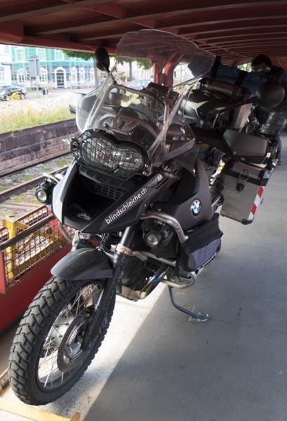 Autoreisezug mit dem Motorrad