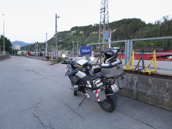 Bahnhof Autoreisezug Motorrad Feldkirch
