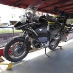 Motorrad auf dem Zug verladen