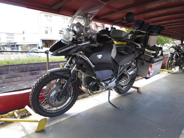 Autoreisezug und Motorrad eine Anleitung