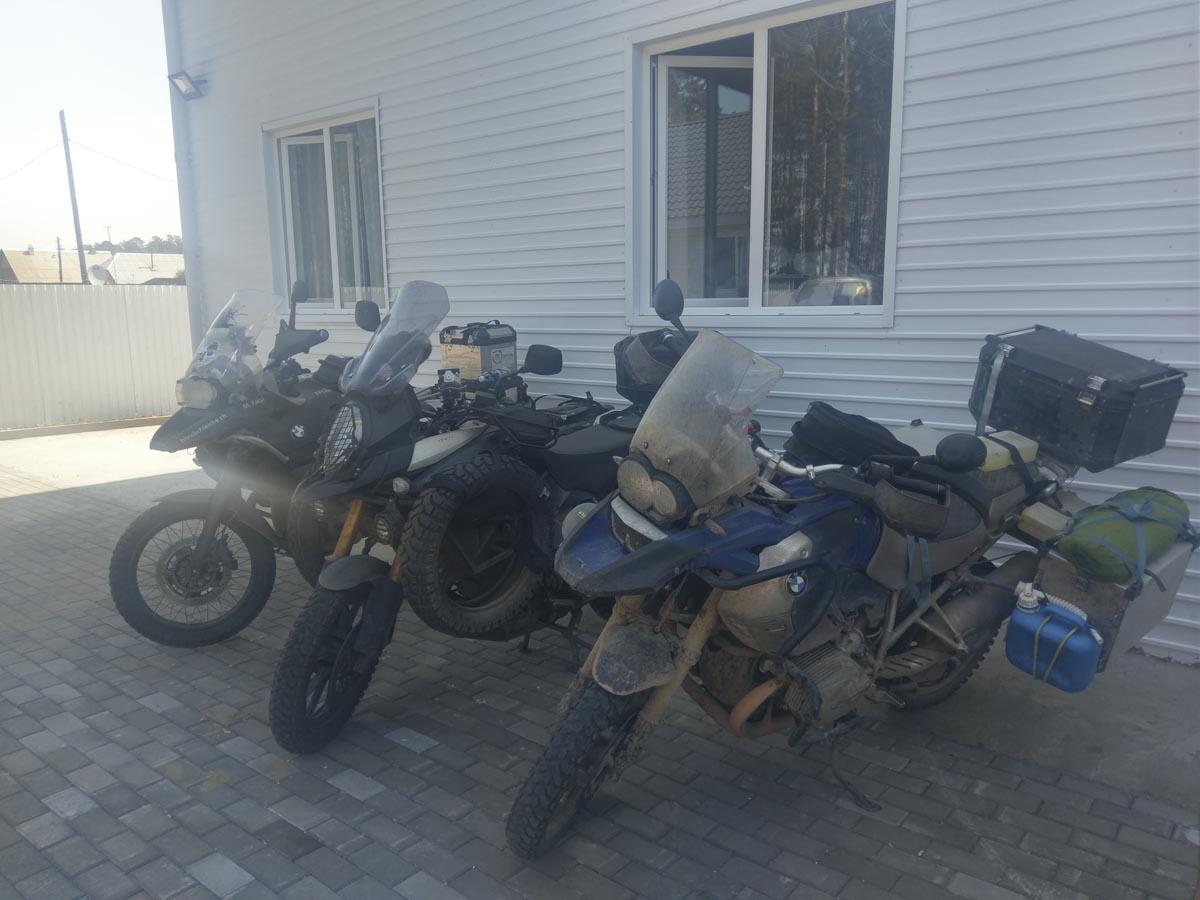 sicherer Parkplatz für das Motorrad
