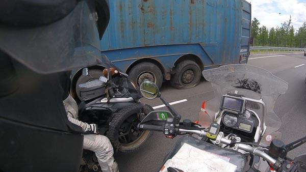 Reifenplatzer LKW in Russland 2017