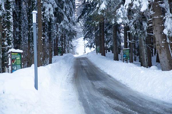 Winterstrasse in der Ostschweiz, Motorrad im Winter