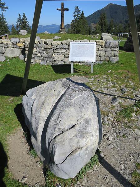 Mittelpunkt der Schweiz, Markierungsstein, Stein