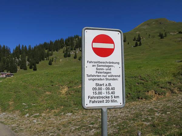 Mittelpunkt der Schweiz, Verkehrsregelung. Talfahrt