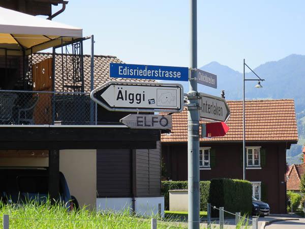 Mittelpunkt der Schweiz, Wegweiser Älggi Alp
