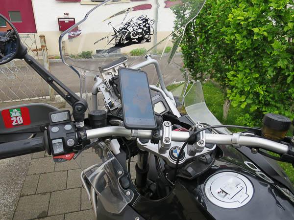 Quad Lock Smartphone Halterung am Motorrad