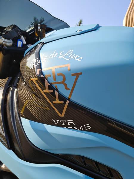 VTR Motorrad auf BMW S1000 RR