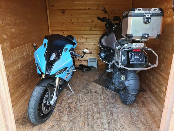 BMW S1000 RR und BMW R1250 GS Adventure